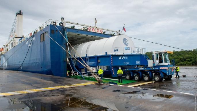 Arrivés en mai 2020 au port de Pariacabo, les éléments d'Ariane 5 ont été pris en charge au CSG.