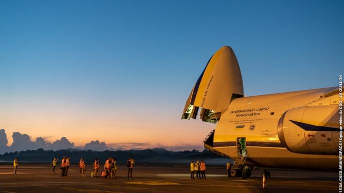 02/10/21 - SYRACUSE 4A, passager du vol VA255, est transféré vers le bâtiment S5B où il sera rempli en carburant