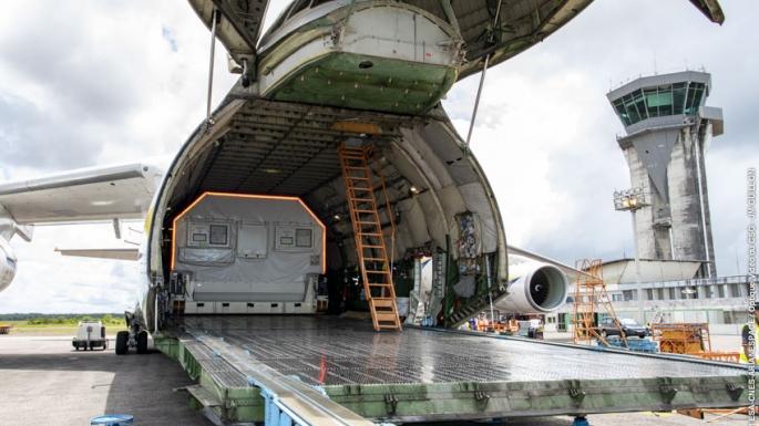 02/09/21 - Arrivée d'un des deux passagers du prochain vol Ariane à bord d'un Antonov