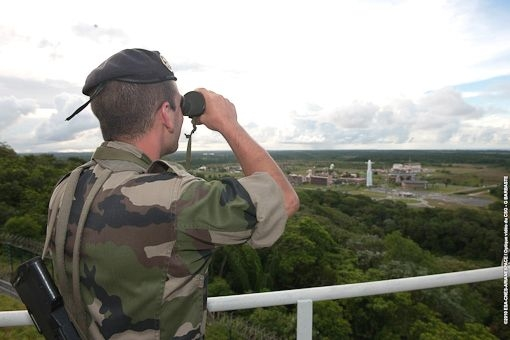 Militaire surveillant le CSG