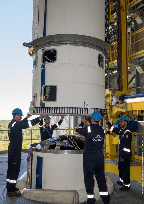 Les équipes d'Avio procèdent à l'assemblage de Vega