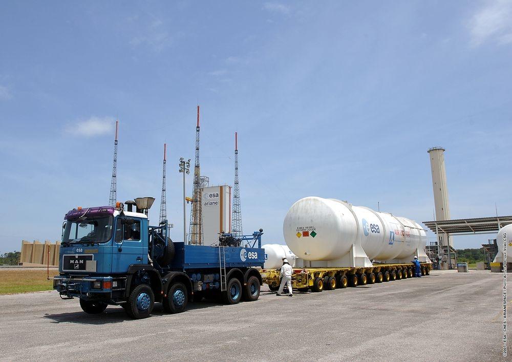 Transport de citerne à l'usine Air Liquide Spatial Guyane