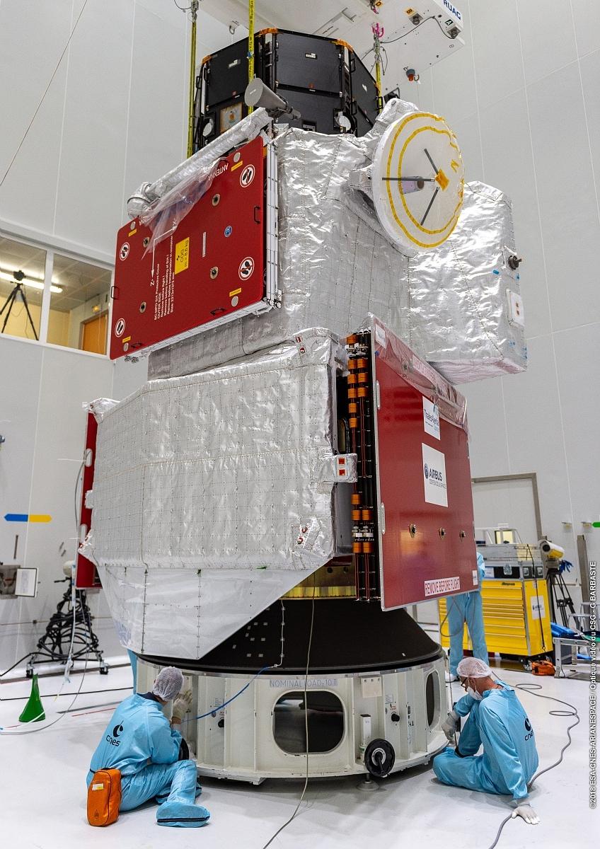 La sonde BepiColombo lors des opérations de préparation au lancement, dans les salles blanches du CSG