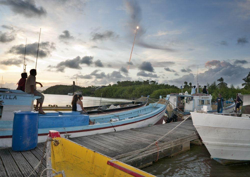 Décollage vu depuis le ponton des pêcheurs de Kourou