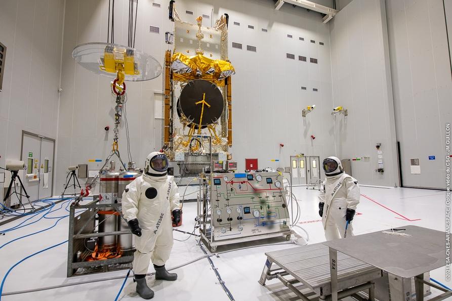 13/10/21 - Pose de la coiffe Ariane 5 sur le satellite SES-17