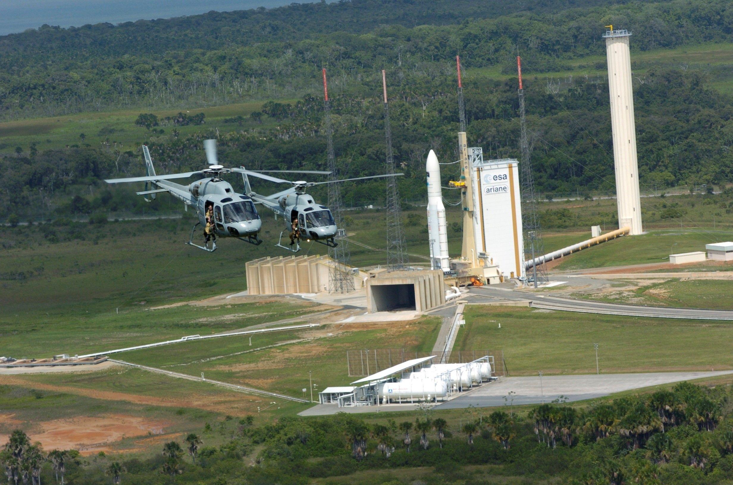 Hélicoptères en zone de lancement Ariane 5